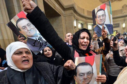 Egyptian Court Overturns Mubarak Sentence, Orders Retrial