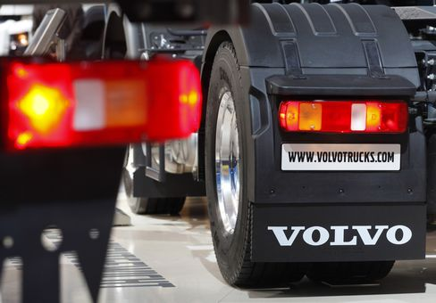 Volvo Second-Quarter Truck Orders Fall 19% on North America Drop