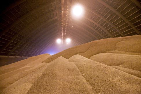 Potash Corp. Cuts Full-Year Earnings Forecast on Contract Delays
