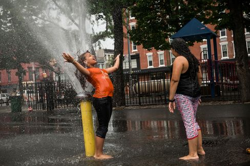NYC Issues Heat Alert as East Coast Temperatures Soar Into 90s