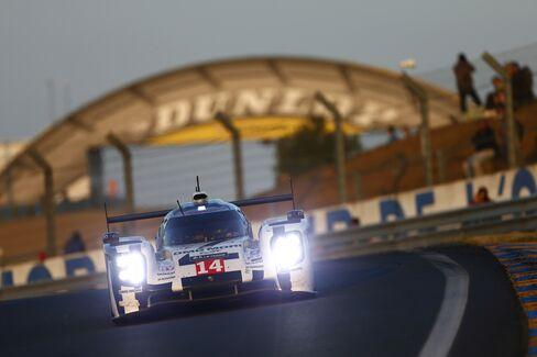 Porsche's 919 Hybrid Competes at Le Mans