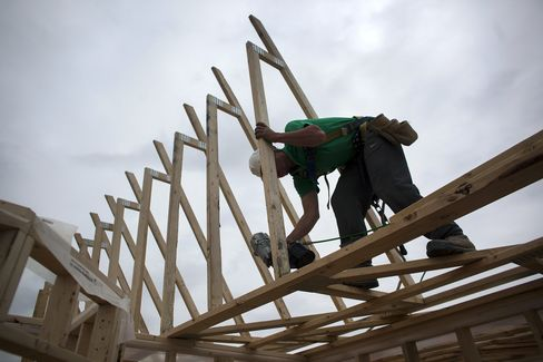 Canada Posts Biggest Job Gain in a Decade on Construction Work