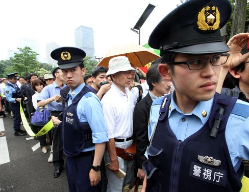 Tepco Protesters Demand End to Nuclear Power as Police Wait