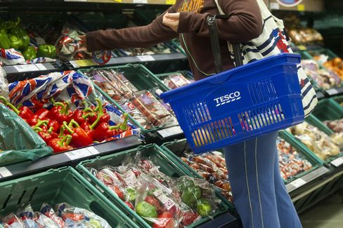 Tesco U.K. Sales Decline Persists as British Shoppers Stay Away