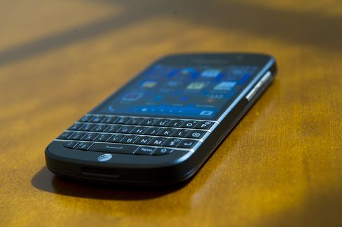 BlackBerry Diehards Finally Get a Keyboard