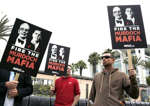 News Corp. Investors Lodge Murdoch Protest Vote