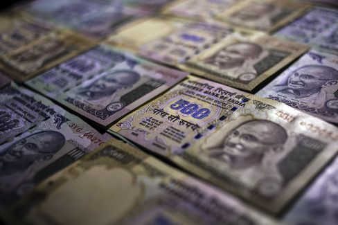 India's Rupee Plunges to Record as Fed Risk May Worsen Outflows
