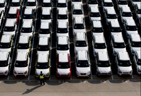 A worker inspects Kia Motors Corp. vehicles bound for export at the port in Mokpo, SouthKorea. Photographer: SeongJoon Cho/Bloomberg