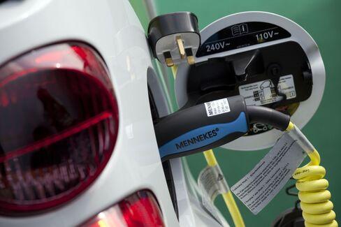 Mercedes Sparks German Pursuit of Renault's Electric Lead