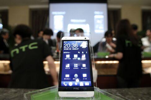 HTC Said to Prepare Mini One Smartphone in Challenge to Samsung