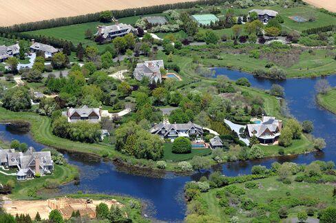 Hamptons Average Home Price Reaches Record as Luxury Sales Surge