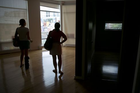 Potential homebuyers look at a condominium for sale in Washington, D.C., on June 9, 2013. Photographer: Andrew Harrer/Bloomberg