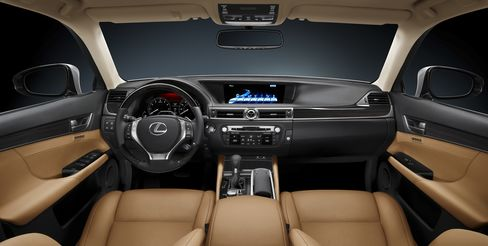 Lexus Racing to Reclaim No. 1 Lets SUV Discounts Rise 60%