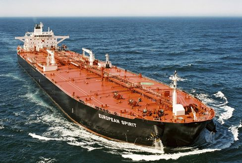 Oil Tankers Squeezed as Rates Drop to Lowest Since '97