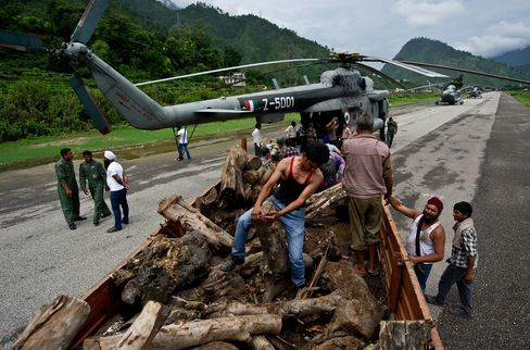 India to Cremate Himalayan Flood Victims as Evacuations Continue