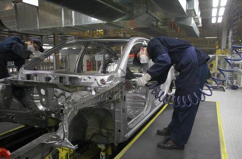 Hyundai Bets Extra Long Elantra Will Help Narrow China Gap