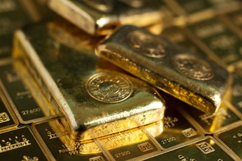 Gold Poised for Worst Monthly Run Since 1999 on European Crisis