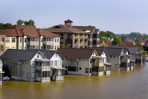 Mississippi Flooding Threatens Crops, Refineries and Homes
