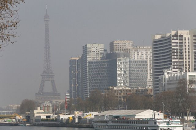 Paris, the city of ... smog? Photographer: Thomas SamsonAFP/Getty Images