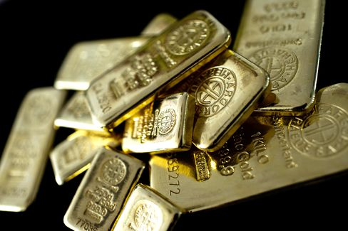 Gold Extends Decline to 34-Month Low on Worst Quarter Since 1920