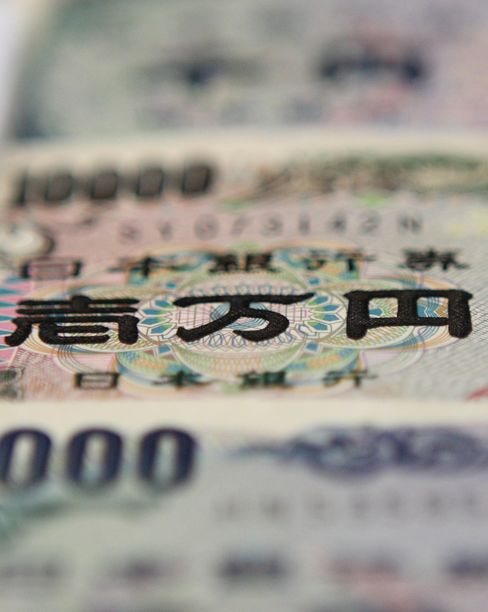 Japanese 10000 yen and 1000 yen notes