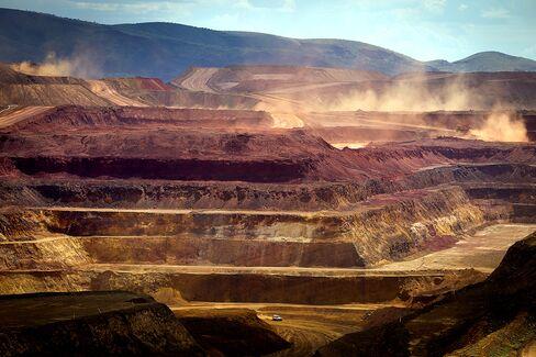 Writedowns Near $50 Billion as M&A Haunts Mine CEOs