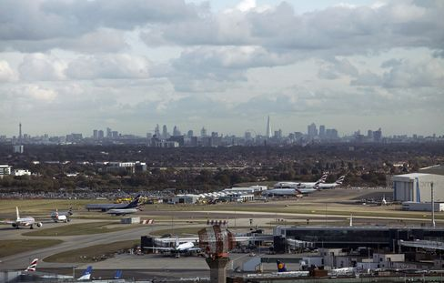 Heathrow Growth to Possible Fourth Runway Urged by Lawmakers