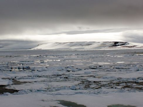 Melting Ice Opens Fight Over Sea Routes as Arctic Club Convenes