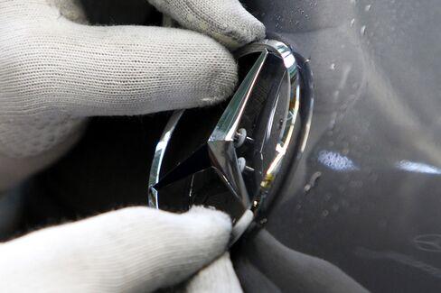 Mercedes Perfect Coating Brings Jobs, Profit for BASF's Chemists