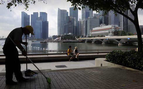 Singapore Growth Beat Estimates Last Quarter to Avert Recession