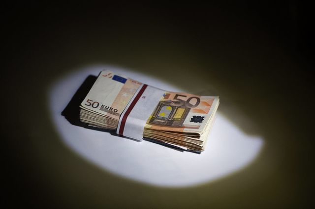 That shadow's stalking the euro again.