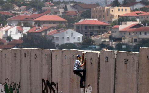 Palestinians Fail to Reach Decision on Kerry Plan to Renew Talks