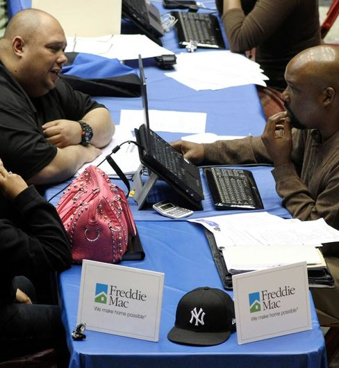 Regulators Zero In on Loan Servicers to Fix Foreclosures