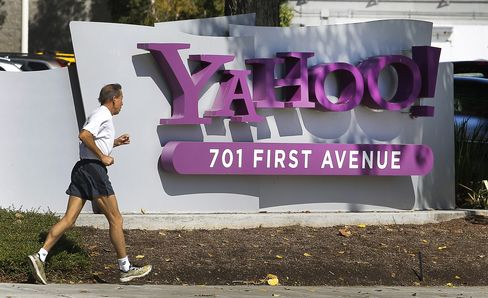 Yahoo Names Google's De Castro as Chief Operating Officer