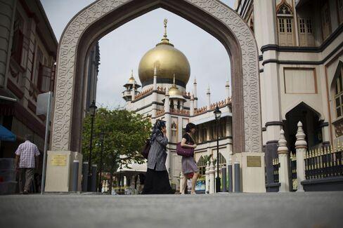 Singapore May Keep Dollar Gains on Price Threats