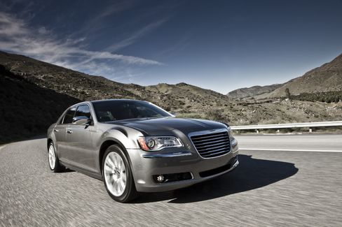 Chrysler 300 Tops GM-Ford Sedans in Consumer Reports Testing