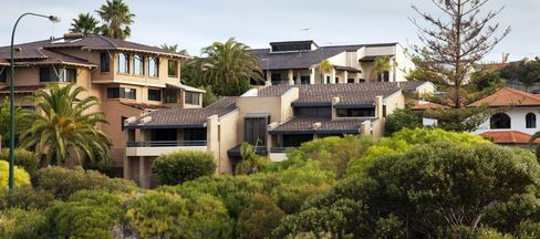 Builders Shrink 'Great Australian Dream' as Housing Falters