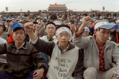 Students from Beijing University stage a demonstration at Tiananmen Square as they start a hunger strike as part of a mass pro-democracy protest in Beijing on May 18, 1989. Photographer: Catherine Henriette/AFP via Getty Images