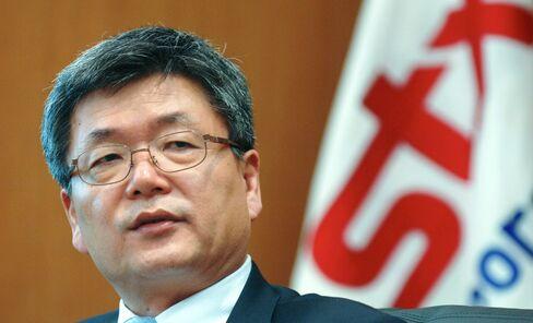 STX Group Vice Chairman Lee Jong Chul