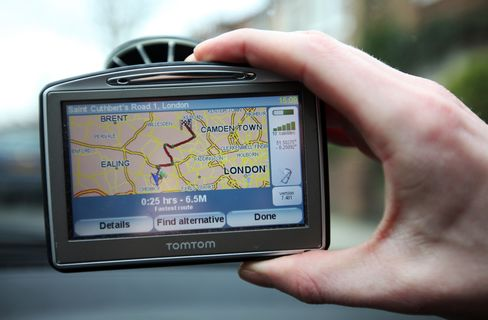 TomTom Advances After Apple Pact on Global Maps