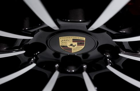 Porsche Must Face New York Suit by Hedge Funds, Judge Rules