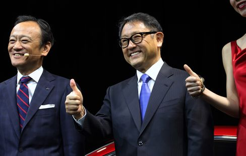 Akio Toyoda, president of Toyota Motor Corp., center, poses with Kiyotaka Ise, president of the company's Lexus operations, left, during a news conference at the 43rd Tokyo Motor Show 2013 in Tokyo on Nov. 20, 2013. Photographer: Tomohiro Ohsumi/Bloomberg