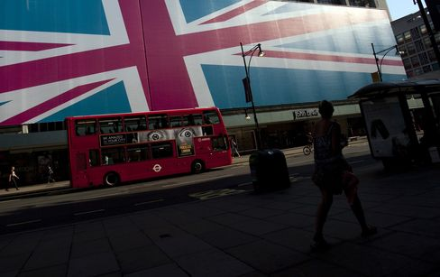 S&P Cuts U.K. Outlook to Negative, Citing Weak Economic Growth