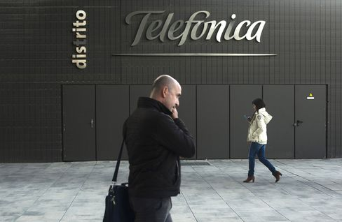 Telefonica Climbs After Report on AT&T Approach