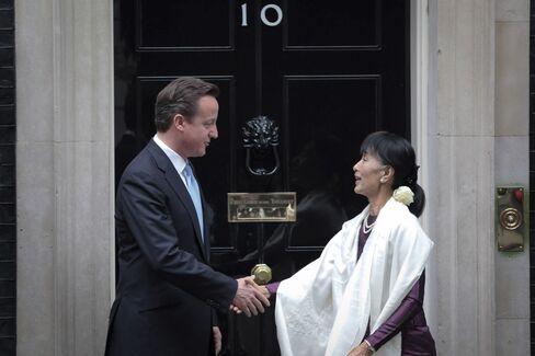 Suu Kyi to Address Parliament in Historic Visit to U.K.
