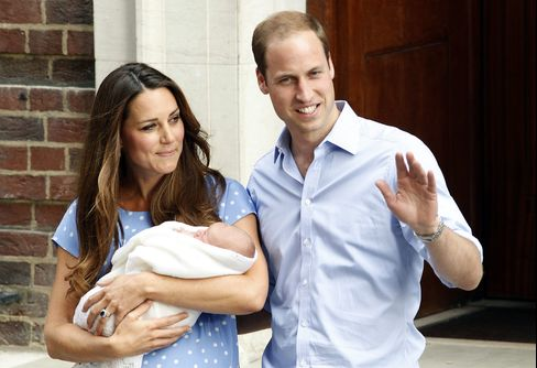 Kate Leaves London Hospital With Royal Baby a Day After Birth