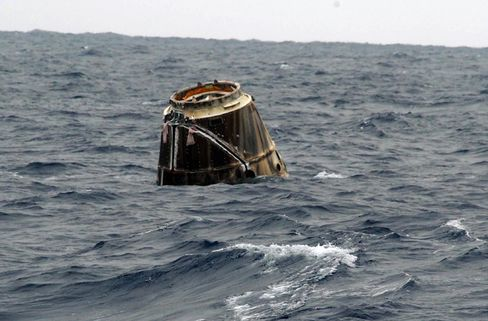 SpaceX Vehicle Returns to Earth After Leaving Space Station