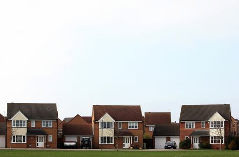 U.K. Home Prices Rise 0.1%, Failing to Recover April Drop