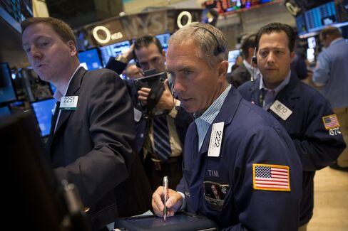U.S. Stocks Fall as Congress Makes Little Progress on Shutdown
