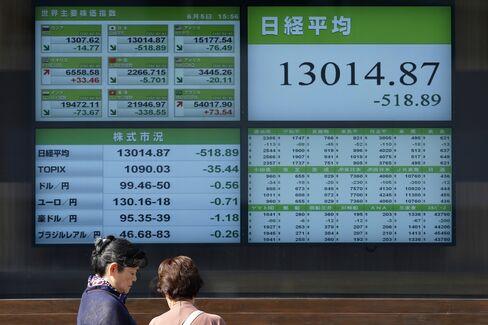 Asian Stocks Fall as U.S. Jobs, Factory Data Miss Estimates